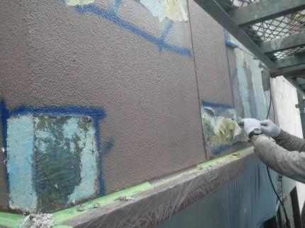 古い塗装を剥がす