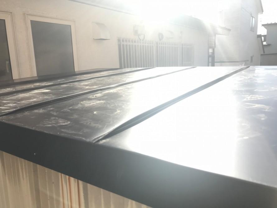 トタンを被せて新しい屋根が完成しました