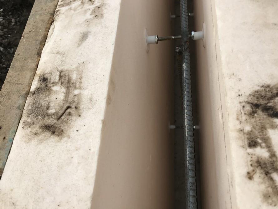 この中にコンクリートを流し込んで、基礎コンクリートと断熱材を一体にした基礎にしていきます。