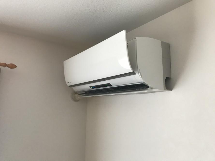 新しいエアコンの設置が完了しました