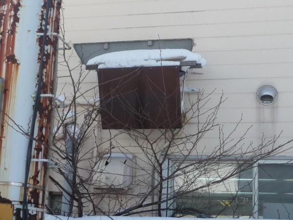 外壁に取り付けられたエアコンの室外機
