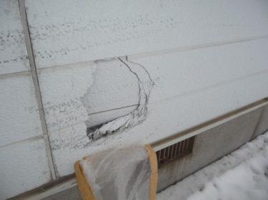 函館市万代町での車両物損事故で、保険適用工事の外壁修繕でした