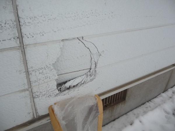 外壁の穴の拡大写真