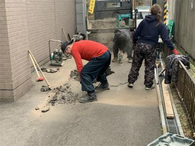 陥没箇所の解体と内部調査