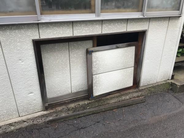 物置の扉が外れた