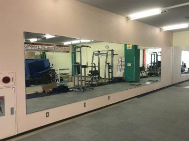 函館市柏木町のホリディスポーツセンターで鏡取付工事