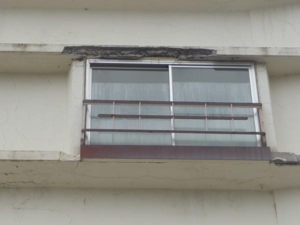 傷んだ外壁部分