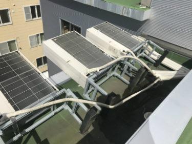函館市中島町の函館理容美容学校屋上のエアコン室外機の台風修繕