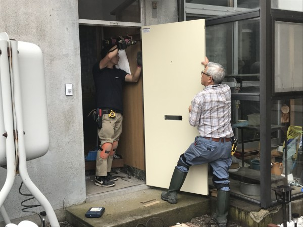 新しいドアの取り付け