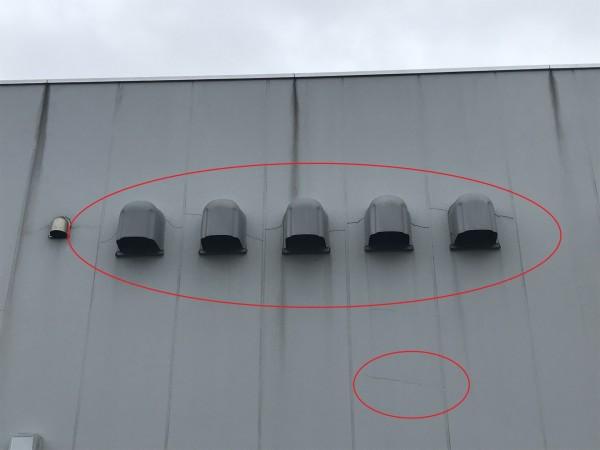 給排気口付近の外壁のクラック