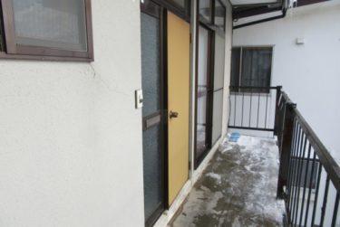 函館市白鳥町のアパート扉交換工事でした