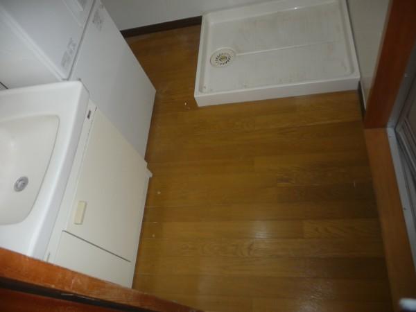 交換前の脱衣場の床