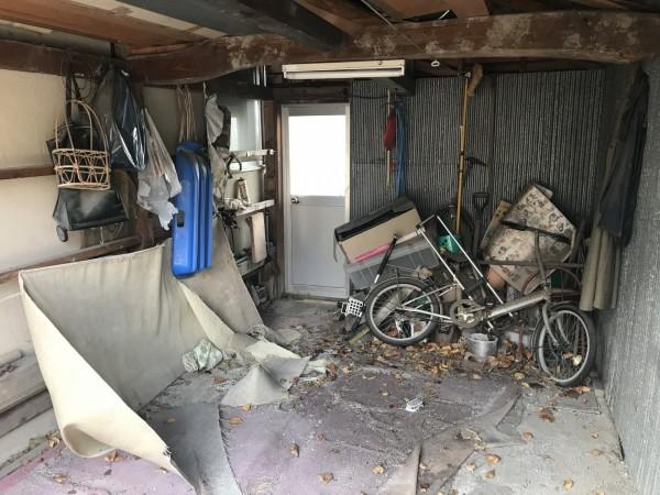 車庫にたまったゴミ
