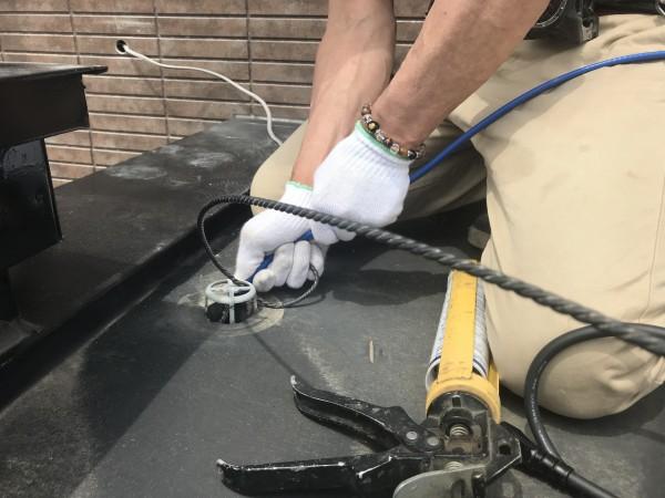 電気ヒーターを排水管に通す