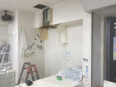 函館市五稜郭の美容室のエアコンドレイン管破損修理