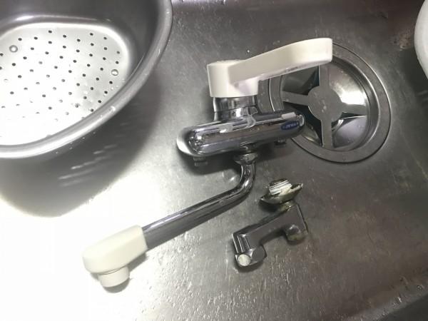 取り外した既存の水栓
