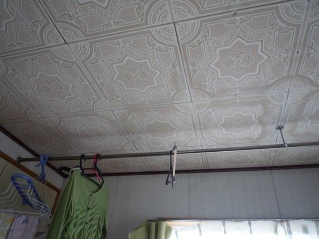天井にシミが出た様子