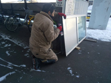 函館市湯浜町の共用玄関引き戸戸車交換