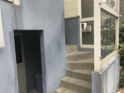 手摺設置前の玄関プローチ階段