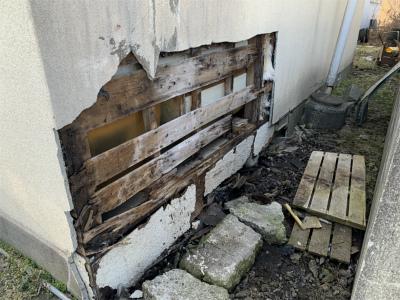 穴が開いてしまった外壁