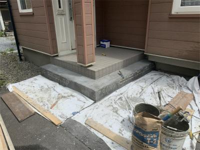 玄関ポーチタイル貼り替え工事