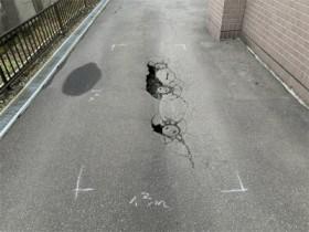 穴が開いた通路