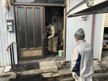 函館市旭町で玄関扉戸車交換と建て付け調整工事