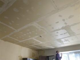 天井・壁のクロス貼り