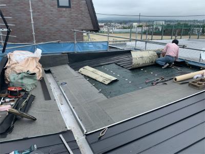 屋根のトタンを新しいものに葺替え