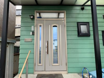 交換前の玄関扉