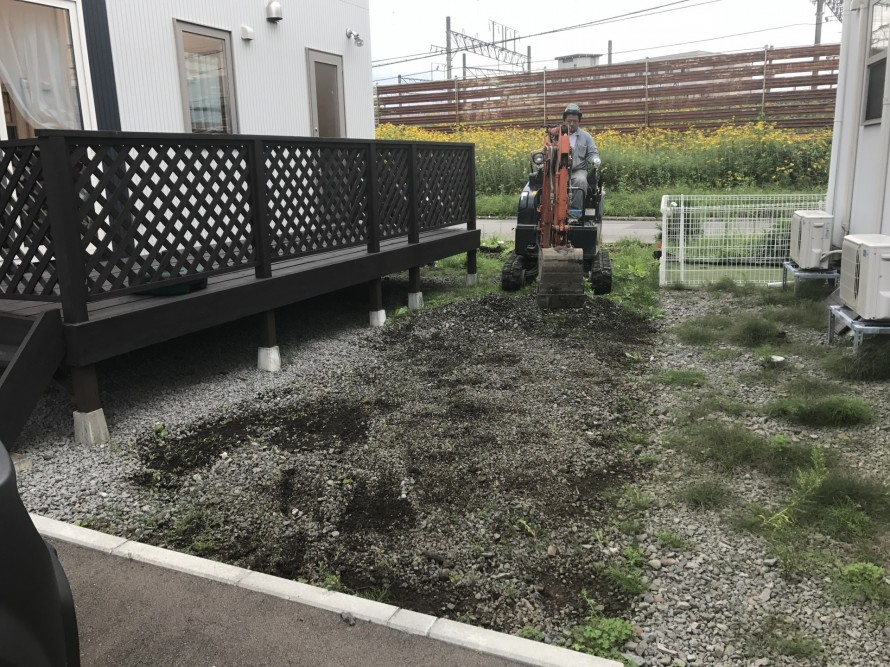 重機で草刈りと整地