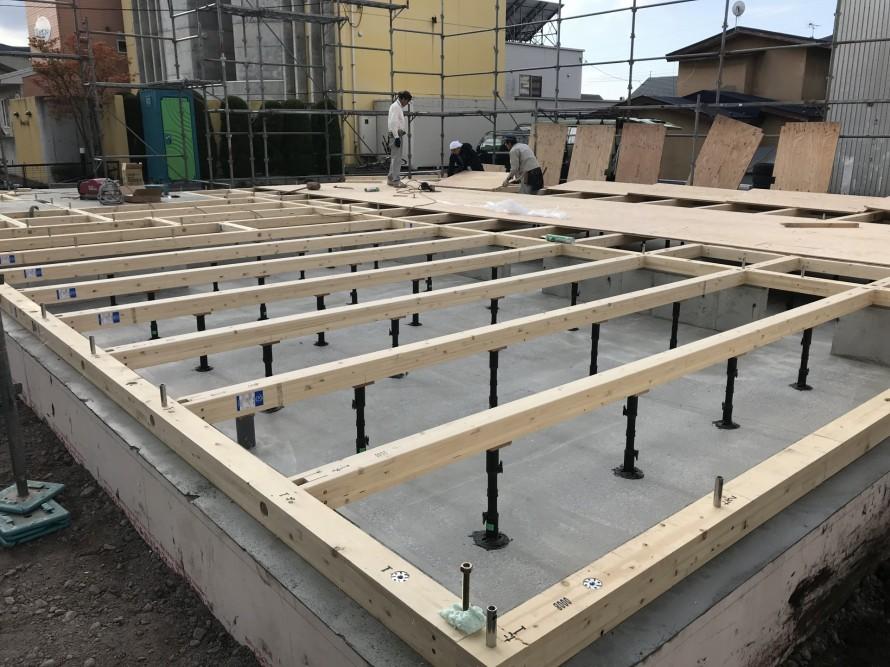 花園町の新築住宅の土台敷き