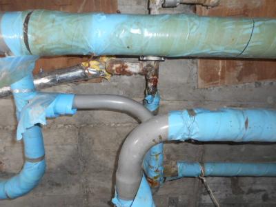水漏れ箇所の天井を解体
