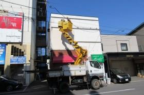 函館市本町で店舗外壁工作物撤去