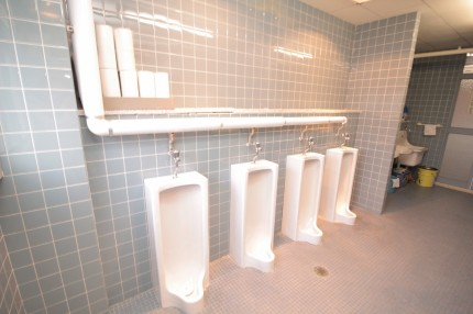 改修前の男子トイレ