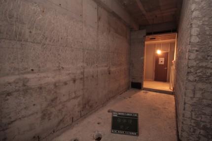 内装解体後の男子トイレ