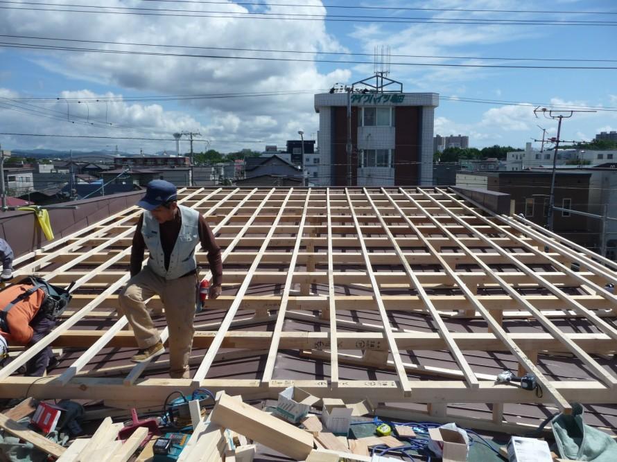 屋根の下地組の様子