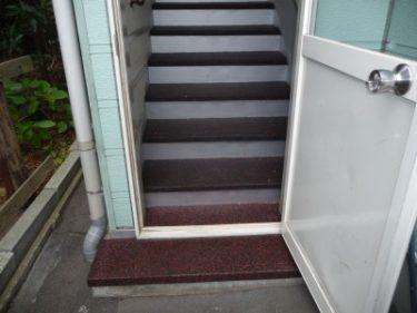 函館市富岡町で外部階段の滑り止めマット設置