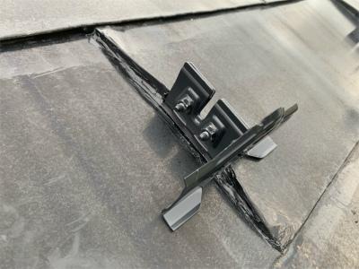 平葺きの屋根に雪止め設置