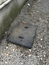 古い水道メーターカバー