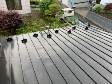 函館市西旭岡町で屋根雪止め取付工事