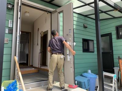 カバー工法での玄関扉交換