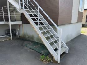 修繕前の鉄骨階段