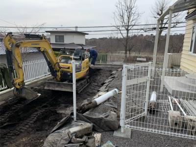 重機で掘削作業