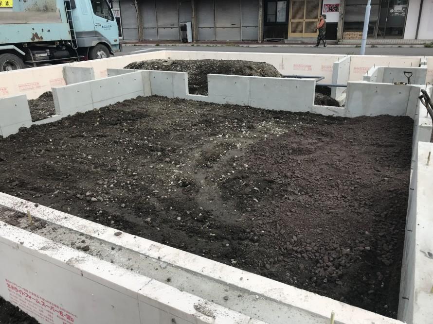 土間の断熱工事に取り掛かります