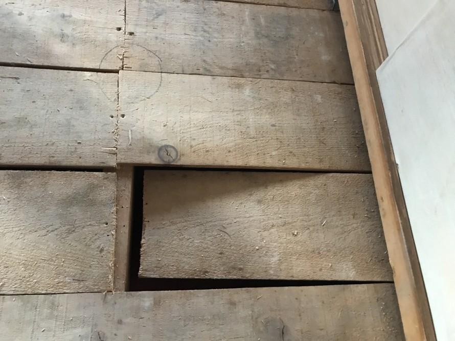 釘が打たれていなかった床板